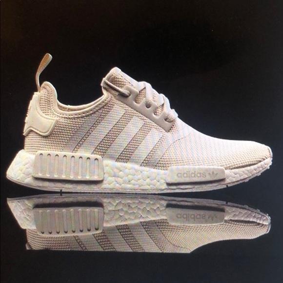 mejor mayorista siempre popular nuevo producto Adidas NMD R1 Sand (W) Sneakers